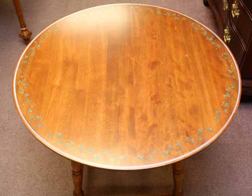 Round Hitchcock Table